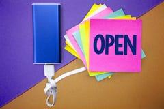 词开放文字的文本 Allow事的企业概念能通过通过或为闭合的多个颜色直接用途相反  库存照片