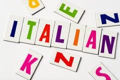 词意大利语由五颜六色的信件做成 图库摄影