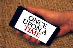 词文字文本一次打开时期 告诉的故事童话故事历史事件企业概念举行s的新颖的所有者举行 免版税库存图片