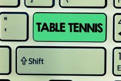 词文字文本乒乓球 室内比赛打与小棒和球的企业概念弹起了 免版税库存照片