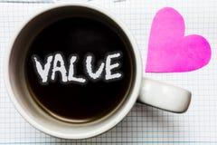 词文字文本价值 某事的企业被认为高度重大可贵的杯子咖啡可爱的thoug概念或某人 库存照片