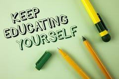 词文字文本保留教育  从未的企业概念在Plai停止学习是更好的Improve鼓励写 免版税库存照片
