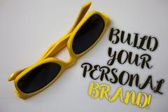 词文字文本修造您的个人品牌诱导电话 创立的成功的公司美妙的Sunglass企业概念 库存照片