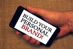 词文字文本修造您的个人品牌诱导电话 创造的成功的公司所有者举行藏品企业概念 图库摄影