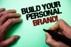 词文字文本修造您的个人品牌诱导电话 创造的成功的公司绿色背景g企业概念 免版税库存图片