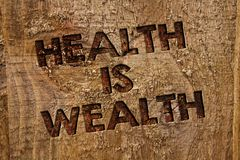 词文字文本健康是财富 的企业概念在良好状态健康很大的价值的逗留吃健康消息横幅w 库存图片