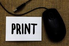 词文字文本印刷品 产物信件的企业概念由机器编号在纸的标志使用墨水或调色剂mous USB的缆绳 免版税库存照片