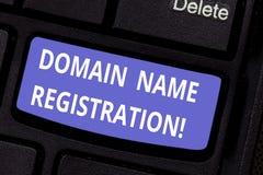 词文字文本域名注册 预留在互联网键盘键的一个名字的过程的企业概念 库存图片