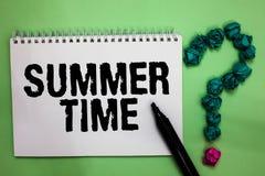 词文字文本夏时 更长的白天热带季节海滩活动假期笔记本标志crum的企业概念 库存图片