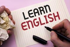 词文字文本学会英语 研究的企业概念另一种语言学会事人写的外国通信 库存图片