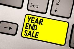 词文字文本年和销售 年鉴的企业概念打折节日清除传统键盘黄色钥匙  库存照片
