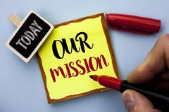 词文字文本我们的使命 目标刺激目标成长计划人写的创新视觉的企业概念Holdin 免版税库存图片