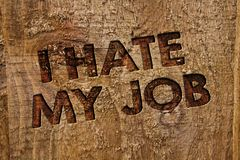 词文字文本我恨我的工作 恨的您的烦恶您的公司坏事业消息横幅木头的位置企业概念我 库存图片