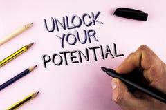 词文字文本打开您的潜力 Reveal天分的企业概念开发人写的能力展示个人技能 库存图片