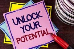 词文字文本打开您的潜力 Reveal天分的企业概念开发在桃红色写的能力展示个人技能 库存照片