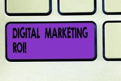 词文字文本数字营销Roi 得到的金钱s企业概念从市场活动值得 免版税库存照片
