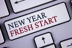 词文字文本新年崭新的开始 时刻的企业概念能跟随决议提供援助在白色Keybo写的梦想工作 库存照片