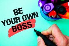 词文字文本是您自己的上司 起动公司做自由职业者的工作企业家起动的企业概念投资记号笔var 免版税库存图片