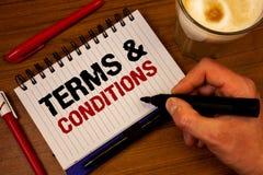 词文字文本期限和条件 法律法律协议声明制约解决手掌握的bl企业概念 免版税库存图片