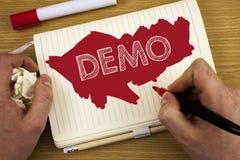 词文字文本演示 产品的示范的企业概念由软件公司的被显示年年写由人 免版税库存照片
