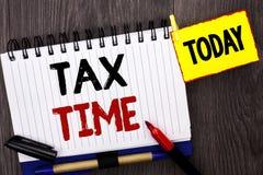 词文字文本税时间 征税最后期限财务薪水会计付款在Notebo写的收入收支的企业概念 免版税库存照片