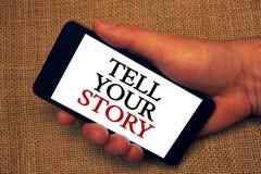词文字文本讲您的故事 表达的叙述您的感觉企业概念写您的传记所有者举行holdi 库存照片