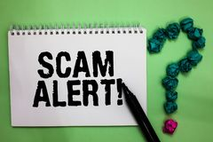 词文字文本诈欺戒备 警告的某人企业概念关于计划或欺骗通知任何异常的笔记本标志crumpl 免版税库存照片
