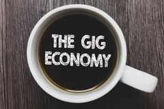 词文字文本违规记录经济 短期合同市场的企业概念做自由职业者工作临时无奶咖啡与 库存图片