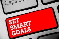 词文字文本集合聪明的目标 Establish可达成的宗旨的企业概念做好经营计划键盘红色钥匙 库存照片