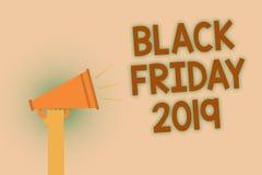 词文字文本黑色星期五2019年 企业概念为跟随感恩的天打折购物天手褐色大声的speake 库存图片