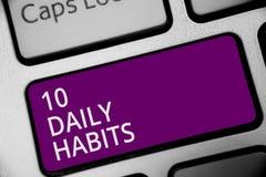 词文字文本10每日习性 健康定期生活方式好营养的企业概念行使键盘紫色钥匙Int 免版税库存图片