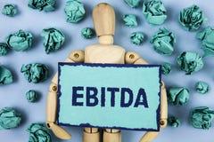 词文字文本Ebitda 收入的企业概念,在税被测量评估在稠粘的N前写的公司表现 免版税库存图片