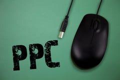 词文字文本Ppc 每次他们的一个广告是点击的营销,登广告者的企业概念付费 免版税库存图片