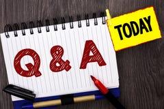 词文字文本Q A 企业概念为要求常见问题解答常常地要求解决疑义询问支持的问题帮助写在笔记本 免版税库存图片