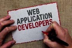 词文字文本Web应用程序开发商 互联网编程的专家技术软件的企业概念在黄麻地面 库存图片