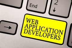 词文字文本Web应用程序开发商 互联网编程的专家技术软件的灰色银色k企业概念 免版税库存照片