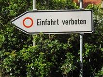 词条方向不路牌用德语 免版税库存照片