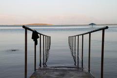 词条的死海以色列扶手栏杆 免版税库存图片