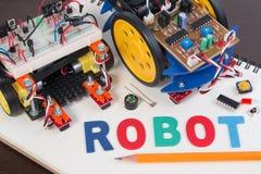 词根或DIY电子成套工具,线跟踪的机器人竞争想法 图库摄影