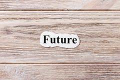 词的未来在纸的 概念 未来的词在木背景的 库存图片