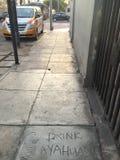 词组'饮料ayahuasca'在边路被铭刻在街市利马 库存照片