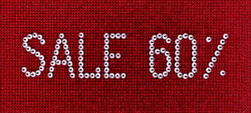 词销售在红色帆布后面被做假钻石水晶颜色 库存图片