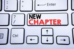 词,写新的章节 开始的企业概念在与拷贝空间的白色键盘键写的新的未来的生活 顶视图 免版税库存图片