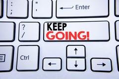 词,写继续去 移动今后让的Go的企业概念写在与拷贝空间的白色键盘键 顶视图 图库摄影