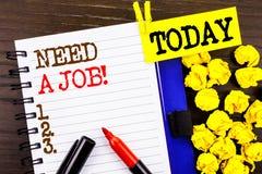 词,文字,文本需要工作 失业失业的工作者查寻的企业概念在笔记本书纸写的事业 免版税库存图片