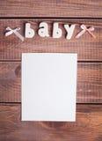 词婴孩和白色框架照片 免版税库存图片