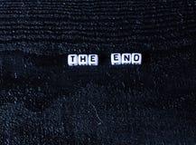 词`末端`由立方体制成在黑木背景 黑色背景 免版税库存照片