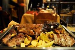 试验品, Alpaga和更多晚餐的,库斯科,秘鲁 免版税图库摄影