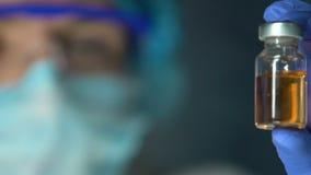 试验室工怍人员藏品维生素液体样品,工业制药,药物 股票录像