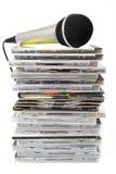 话筒和卡拉OK演唱雷射唱片汇集 免版税库存照片